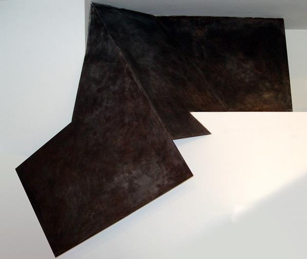 Gabriel_Diaz-1997-Escultura-Pilano_inclinado-hierro-2