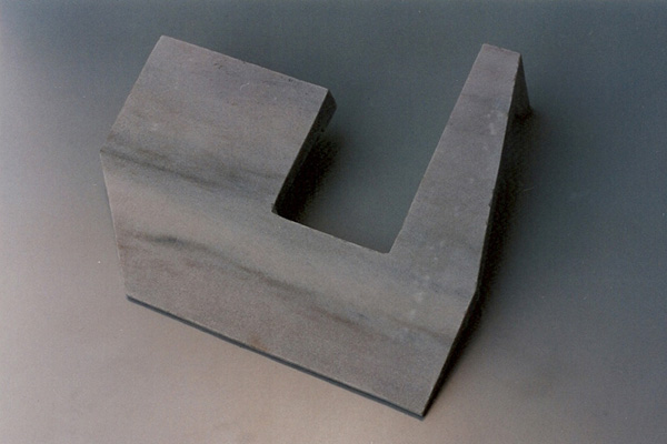 Gabriel_Diaz-1997-Escultura-Pilano_inclinado-marmol-4