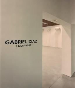 Gabriel_Diaz-Exposición-2001-Tres_Montañas-Galeria_Moises_Perez_Albeniz-1